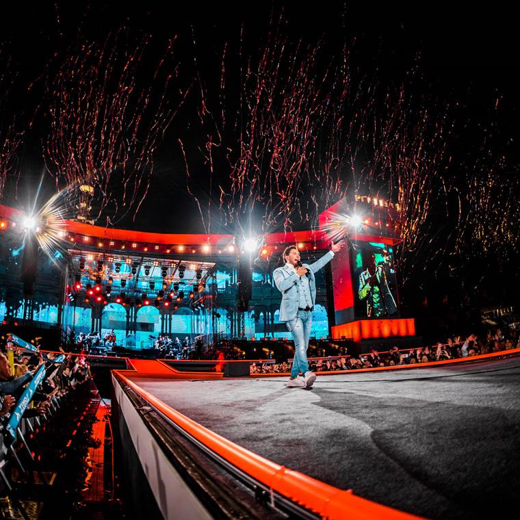 Tino Martin geeft uitverkocht concert in Olympisch Stadion